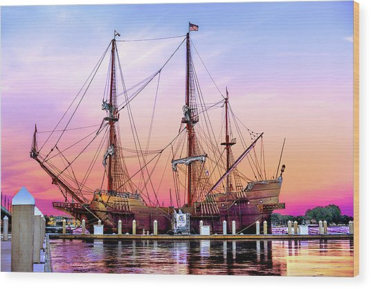 El Galeon At Sunset Wood Print