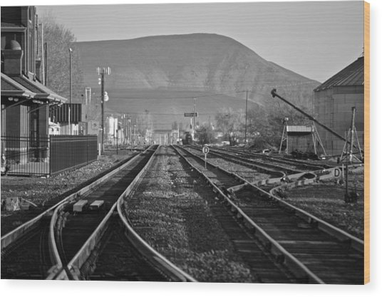 Ellensburg Station Wood Print