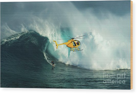 Extreme Surfing Hawaii 6 Wood Print