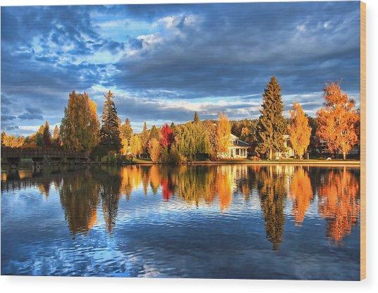 Fall Colors On Mirror Pond - Bend, Oregon Wood Print by John Melton