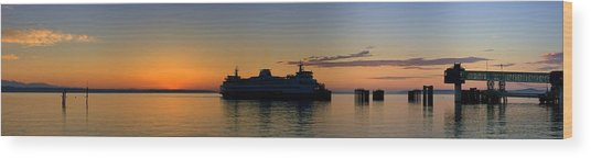 Ferry Boat Arrives To Mukilteo Ferry Terminal Wood Print