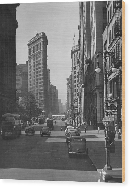 Fifth Ave And The Flatiron Bldg Wood Print by George Marks