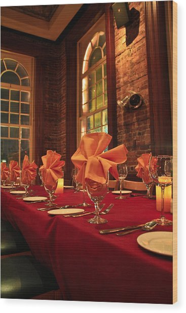 Fine Dinning Wood Print by Larry Underwood