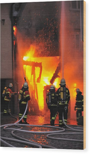 Fire - Burning House - Firefighters Wood Print