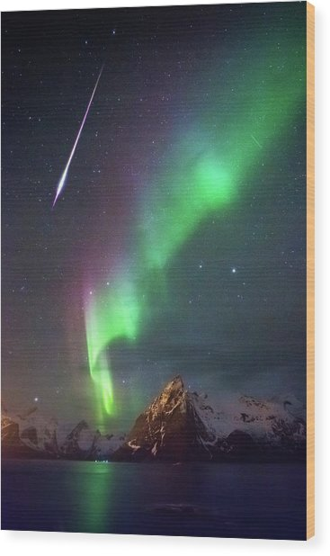 Fireball In The Aurora Wood Print