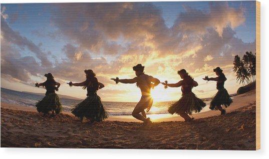 Five Hula Dancers On The Beach Wood Print