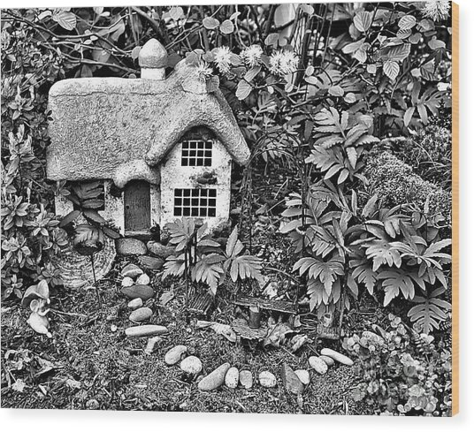 Flower Garden Cottage In Black And White Wood Print