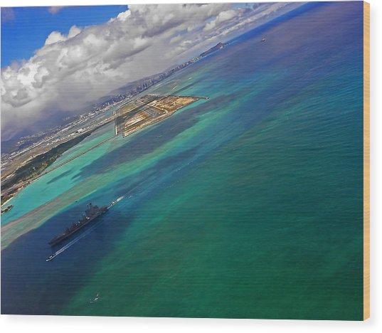 Flying Into Honolulu Wood Print