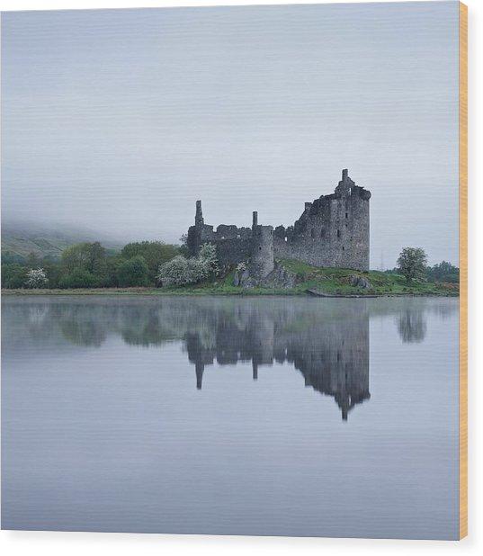 Fog At Kilchurn Castle Wood Print