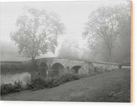 Foggy Morning At Burnside Bridge Wood Print
