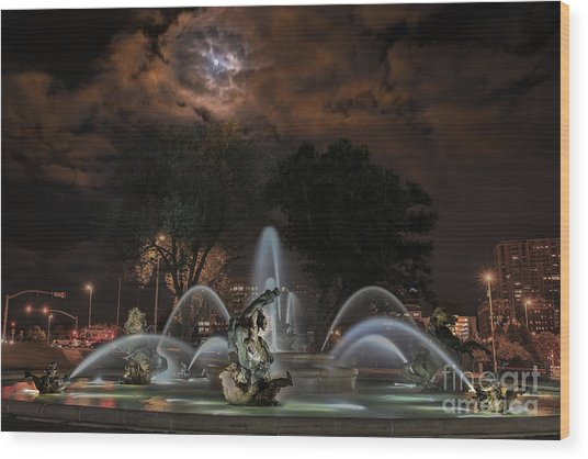 Full Moon At The Fountain Wood Print