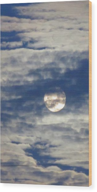 Full Moon In Gemini With Clouds Wood Print