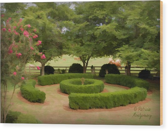 Garden At Colonial Heights Wood Print