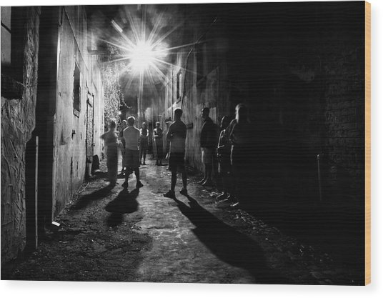Gathering In A Wilmington Alley In Black And White Wood Print