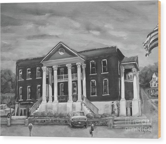 Gilmer County Old Courthouse - Black And White Wood Print