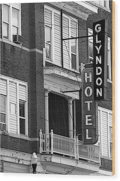 Glyndon Hotel Wood Print by David Bearden