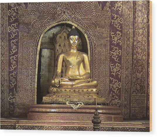 Golden Buddha Of Chang Mai Wood Print by William Thomas