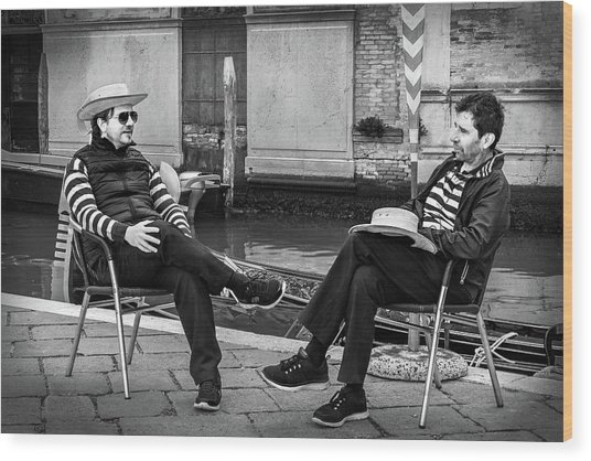 Wood Print featuring the photograph Gondoliers Relaxing In Venice by Barry O Carroll