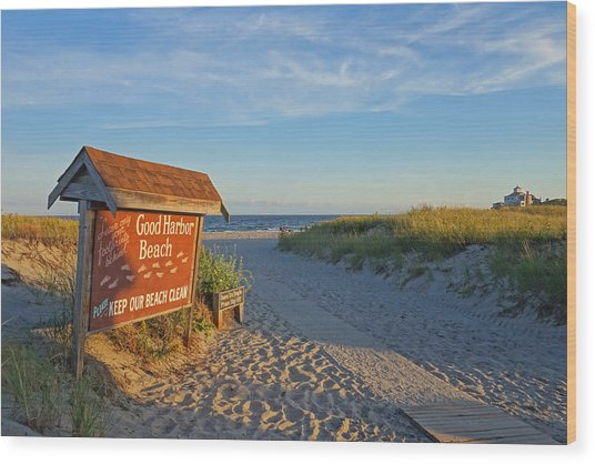 Good Harbor Sign At Sunset Wood Print