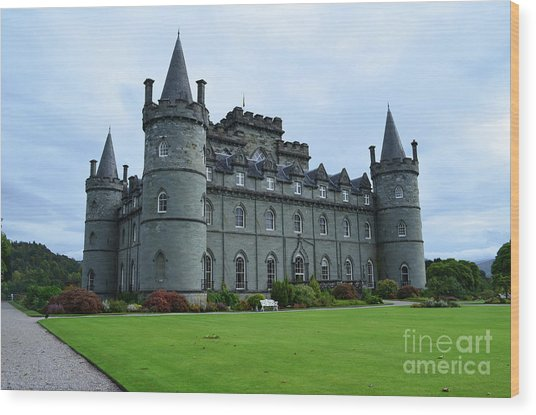 Gorgeous View Of Inveraray Castle Wood Print