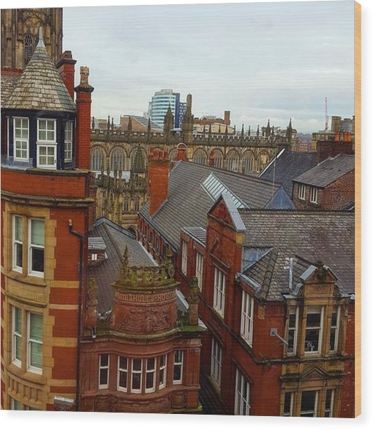Hands Up Who Knows Which Uk City This Wood Print by Dante Harker