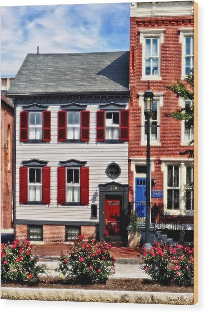 Harrisburg Pa - Roses On State Street Wood Print