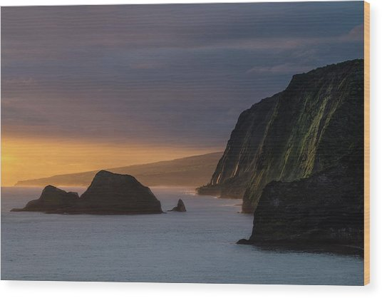 Hawaii Sunrise At The Pololu Valley Lookout Wood Print