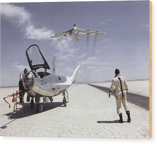 Hl-10 On Lakebed With B-52 Flyby Wood Print