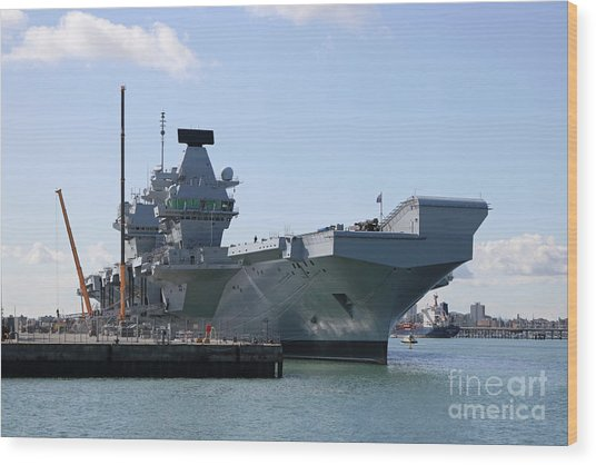 Hms Queen Elizabeth Aircraft Carrier At Portmouth Harbour Wood Print
