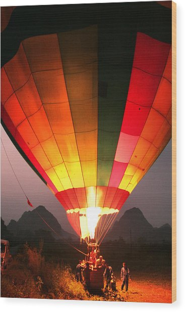 Hot Air Ballon At Dawn Wood Print