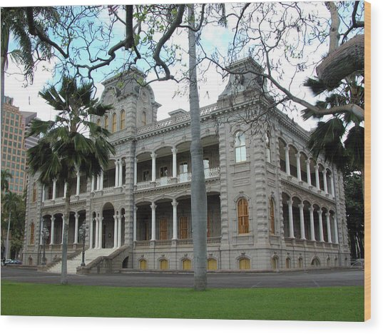 Wood Print featuring the photograph Iolani Palace, Honolulu, Hawaii by Mark Czerniec