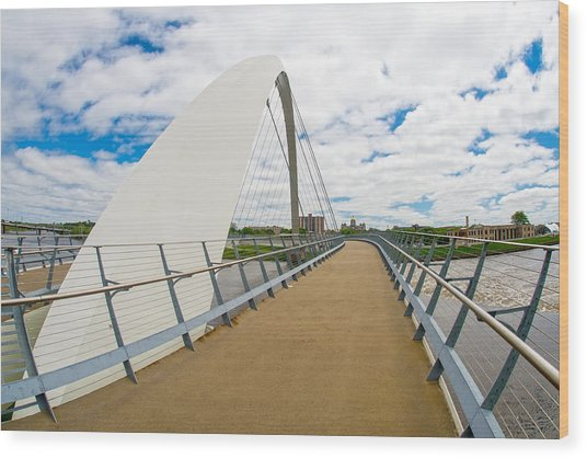 Iowa Women Of Achievement Bridge Looking At The Iowa State Capitol Wood Print