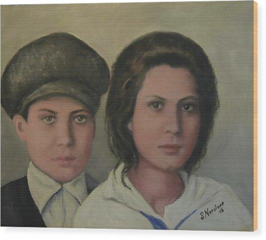 Italian Siblings On Ellis Island Wood Print