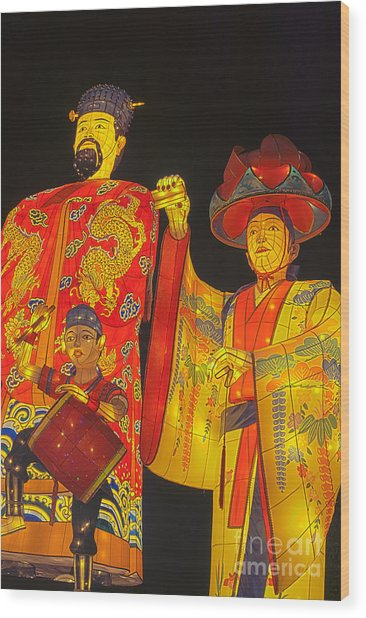 Japanese Lanterns King And His Dancers Wood Print
