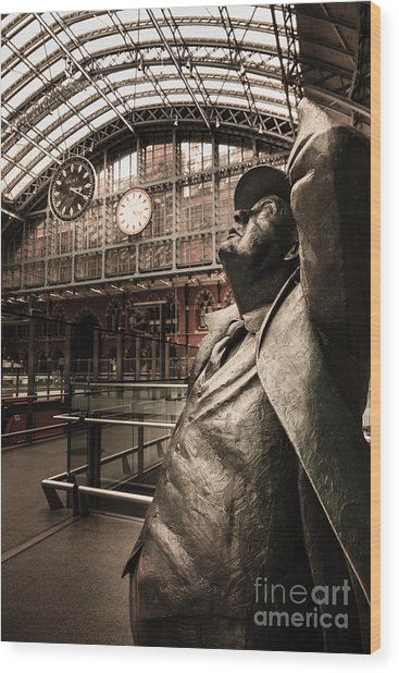John Betjeman And Dent Clockat St Pancras Railway Station Wood Print