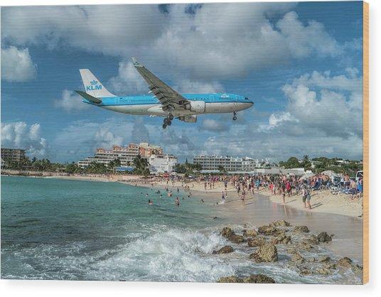 K L M A330 Landing At Sxm Wood Print