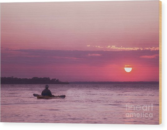 Kayak At Sunset Wood Print
