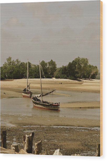 Lamu Island - Wooden Fishing Dhows At Low Tide With Pier - Antique Wood Print