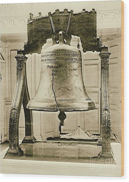 Liberty Bell At Independence Hall 1901 Wood Print