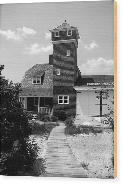 Life Saving Station Wood Print by Colleen Kammerer