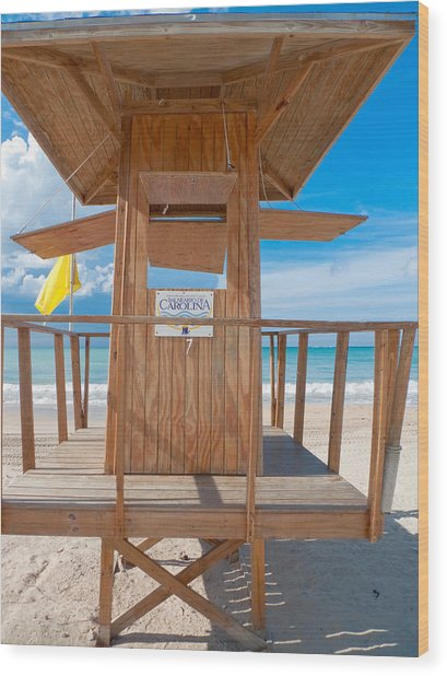 Lifeguard Hut On The Beach Wood Print by George Oze