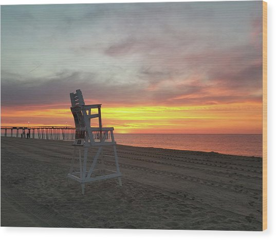 Lifeguard Stand On The Beach At Sunrise Wood Print