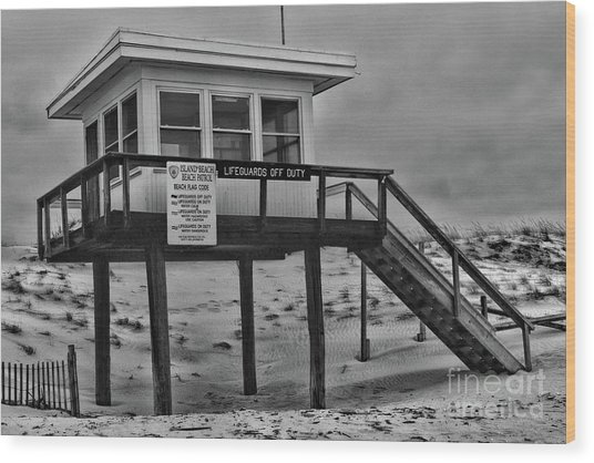 Lifeguard Station 1 In Black And White Wood Print