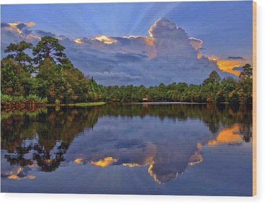 Light Beam Sunset Over Hidden Lake In Jupiter Florida Wood Print