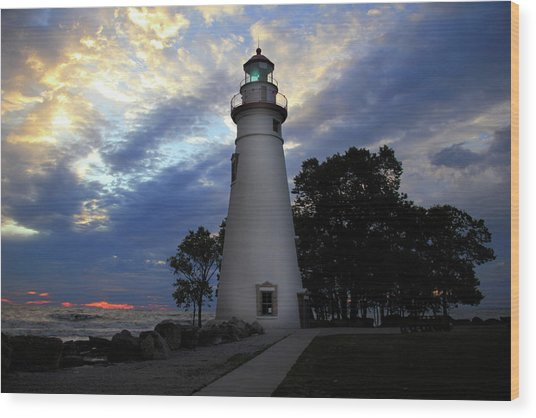 Lighthouse At Sunrise Wood Print
