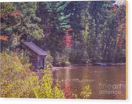 Little Boat House By The Lake Wood Print