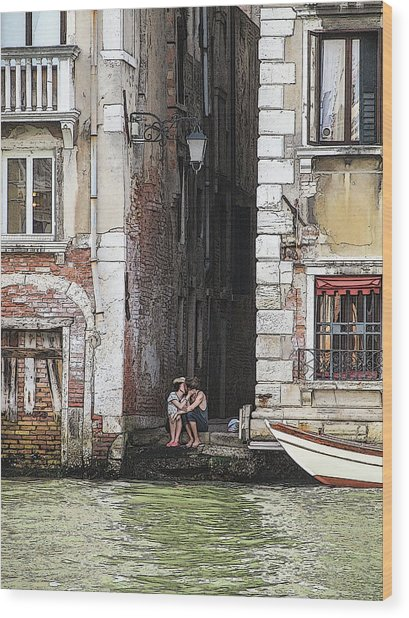 Lovers In Venice Wood Print