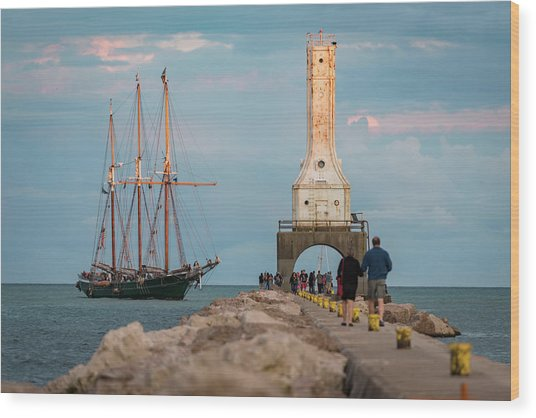 Loving Port Wood Print