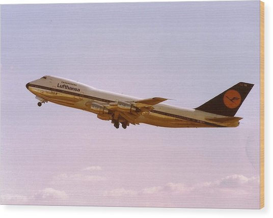 Lufthansa Boeing 747-200 Takes Off From Frankfurt Wood Print