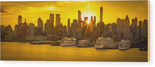 Manhattan's Ports At Sunrise Wood Print